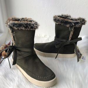 Toms Vista Suede Faux Fur Boots Green Size 8.5